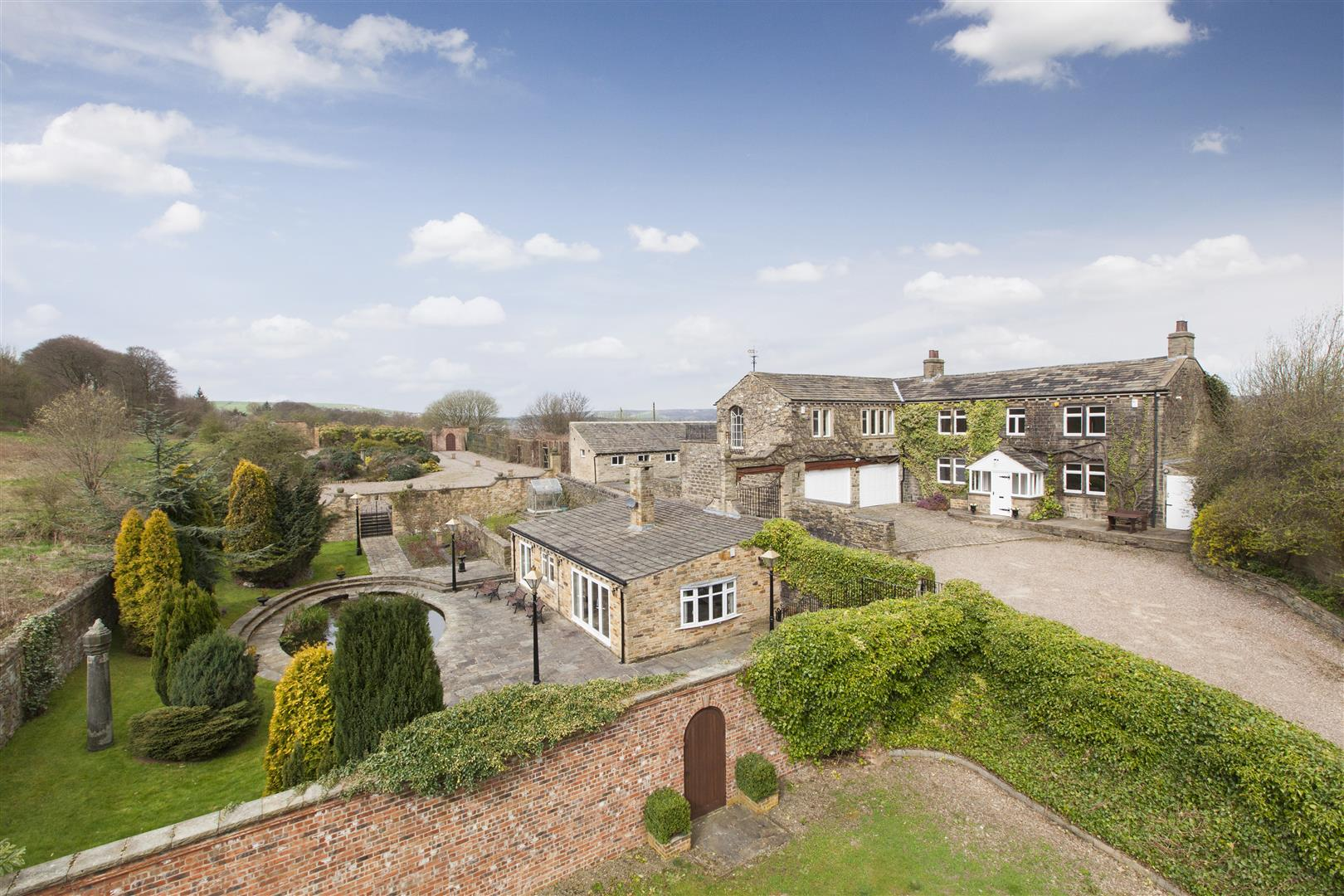 Hollin Hall Farm. Moorhead Lane, Shipley, BD18 4LH